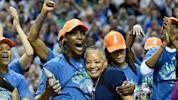 Lynx play 2017 championship video during Sparks practice ahead of season opener