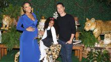 Grávida de 7 meses, Negra Li organiza chá de bebê
