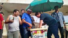 Bolsonaro compra picolé na Praça dos Três Poderes e nega planos de troca ministerial