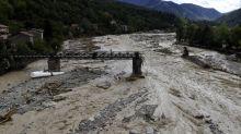 Intempéries dans les Alpes-Maritimes: les secours à pied d'œuvre dans les zones sinistrées