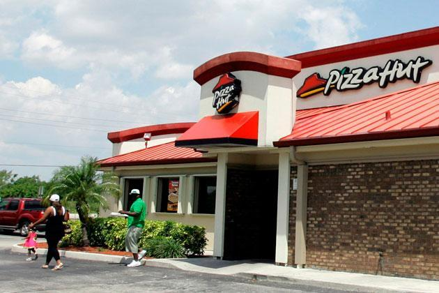 Woman uses Pizza Hut's mobile app to escape a hostage crisis