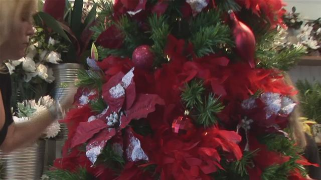 How To Decorate A Christmas Tree With Artificial Flowers