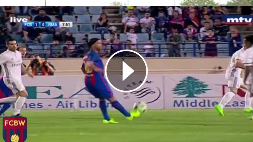 VIDEO - Il solito Ronaldinho: assist no-look per Giuly e goal dei Barcellona Legends