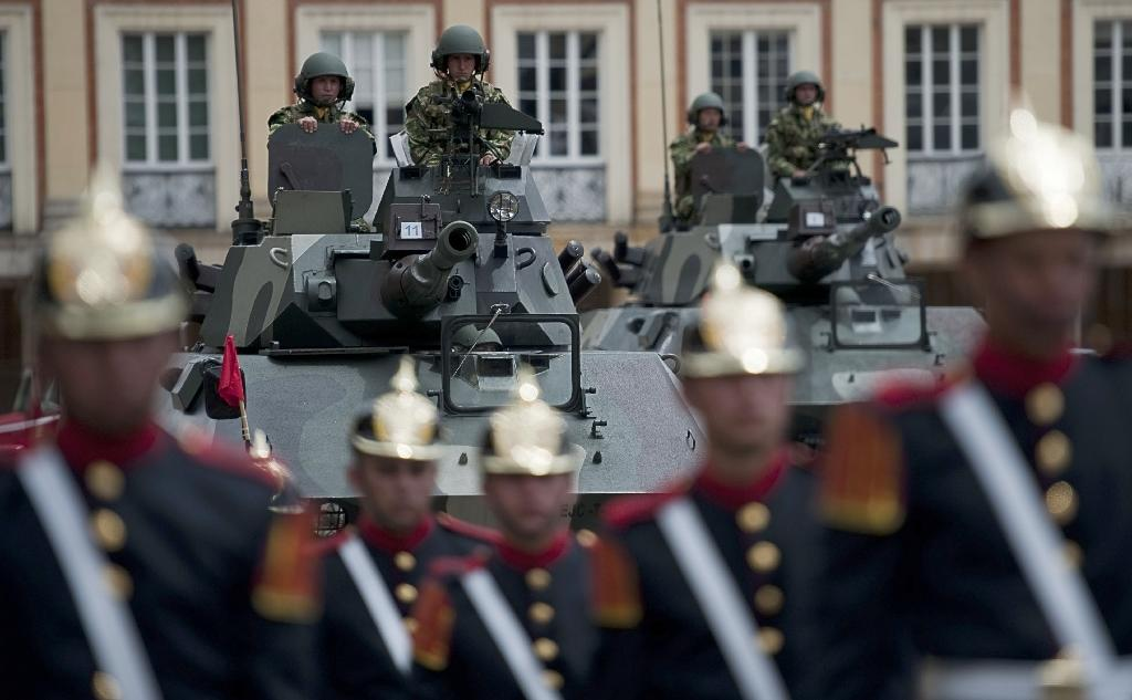 President Juan Manuel Santos has replaced Colombia's top military leaders, days after the release of a Human Rights Watch report alleging complicity by the country's top brass in extrajudicial killings of civilians