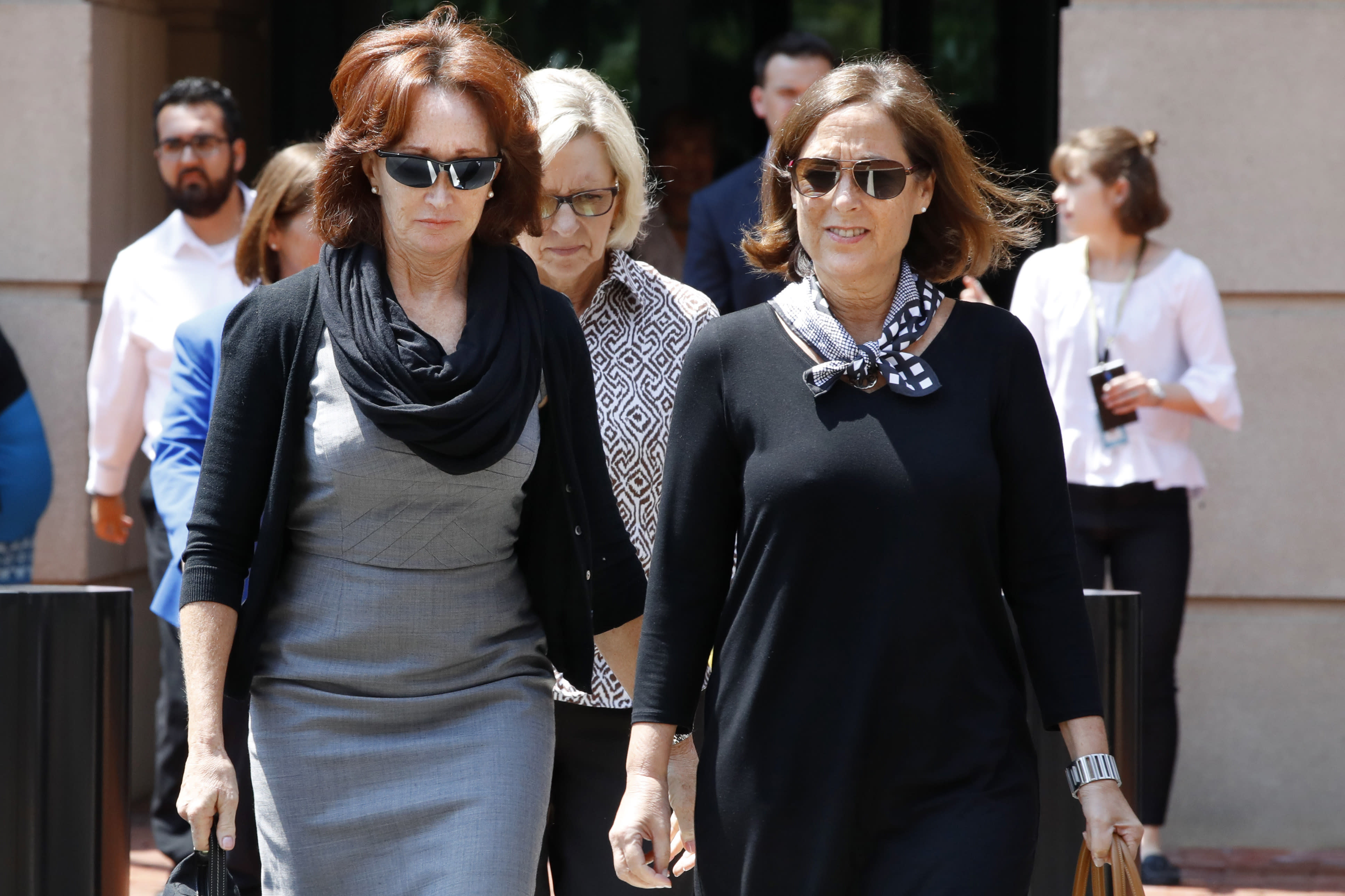 Kathleen Manafort, left, wife of former Trump campaign chairman Paul Manafort, leaves federal court during a break in her husband's trial on bank fraud and tax evasion in Alexandria, Va., Tuesday, Aug. 7, 2018. (AP Photo/Jacquelyn Martin)