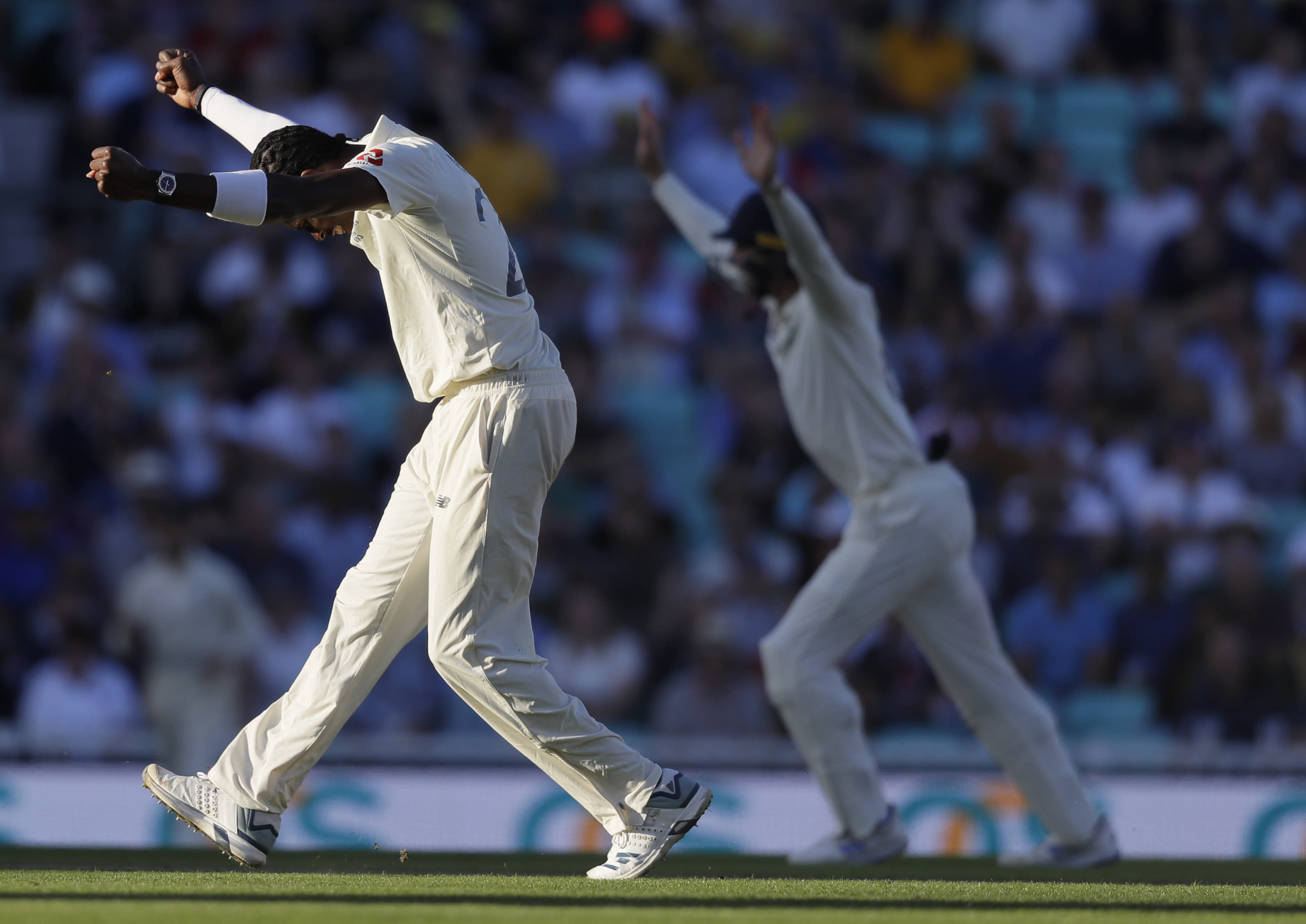 England's Jofra Archer celebrates taking the wicket of Australia's Peter Siddle during the second day of the fifth Ashes test match between England and Australia at the Oval cricket ground in London, Friday, Sept. 13, 2019. (AP Photo/Kirsty Wigglesworth)