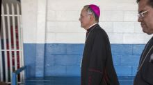 """Obispo crítico deja Nicaragua con el """"corazón hecho pedazos"""""""