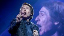 Raphael da otro concierto multitudinario entre el escándalo general y el mundo de la cultura dividido