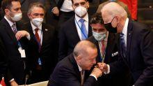 La verdadera historia que desmonta el supuesto beso de Erdogan a Joe Biden