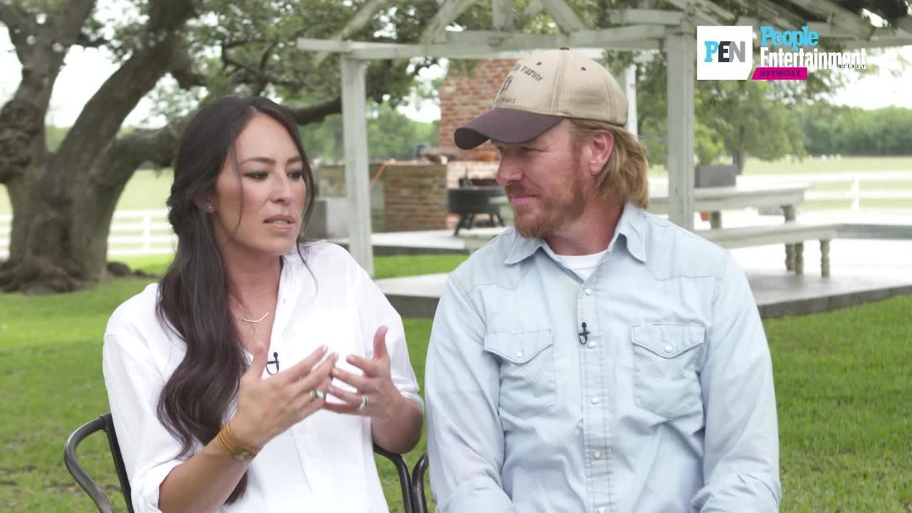 chip and joanna gaines laugh off divorce rumors 39 who would care about that 39. Black Bedroom Furniture Sets. Home Design Ideas