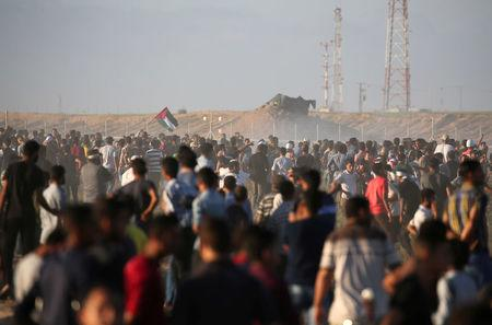 Palestinian demonstrators gather during a protest at the Israel-Gaza border, in the southern Gaza Strip July 27, 2018. REUTERS/Ibraheem Abu Mustafa