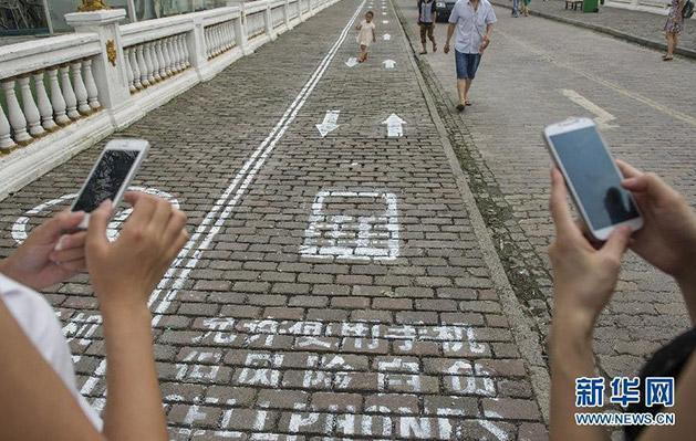 In this Chinese city, phone addicts get their own sidewalk lane