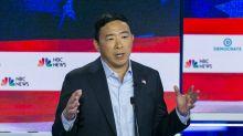 El candidato demócrata que quiere regalar 1,000 dólares al mes a cada estadounidense