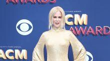 Nicole Kidman falla en la alfombra roja