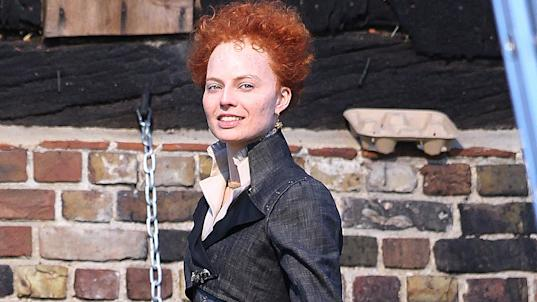Margot Robbie disappears into role as Queen Elizabeth I