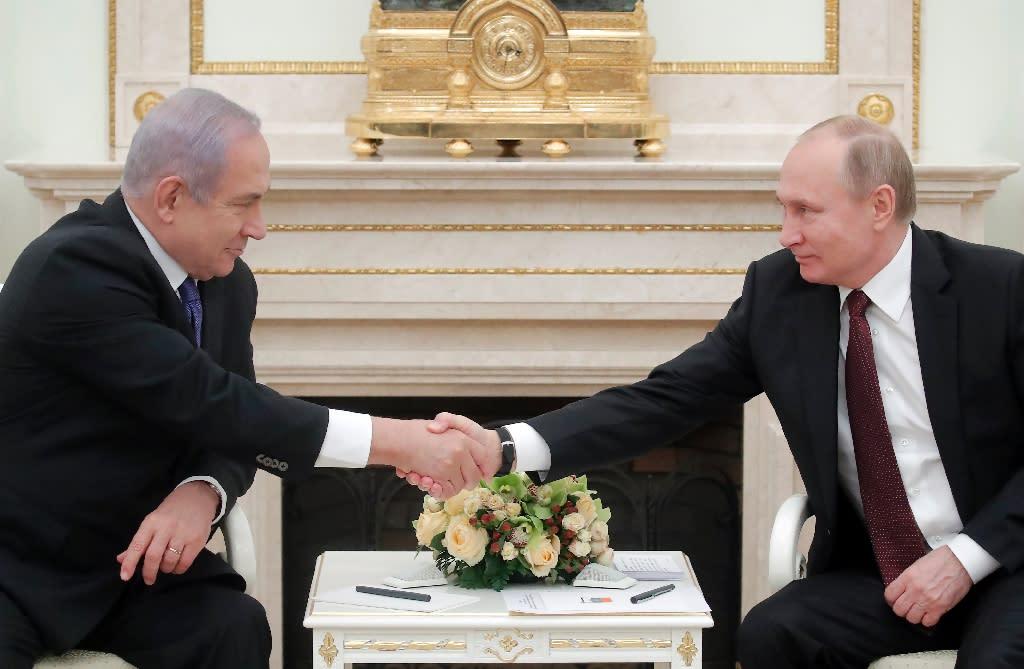 Russian President Vladimir Putin (R) meets with Israeli Prime Minister Benjamin Netanyahu in Moscow on February 27, 2019