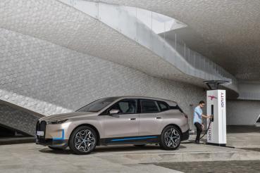 不讓對手專美於前與因應規範,BMW計畫2021年電動車銷量翻倍成長