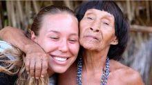 Modelo canadense que viveu com índios na Amazônia faz apelo: 'O mundo está com sangue nas mãos'