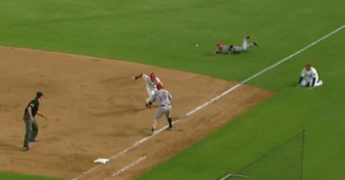 Dustin Pedroia knew exactly where he needed to be on this play. (MLB.com Screenshot)