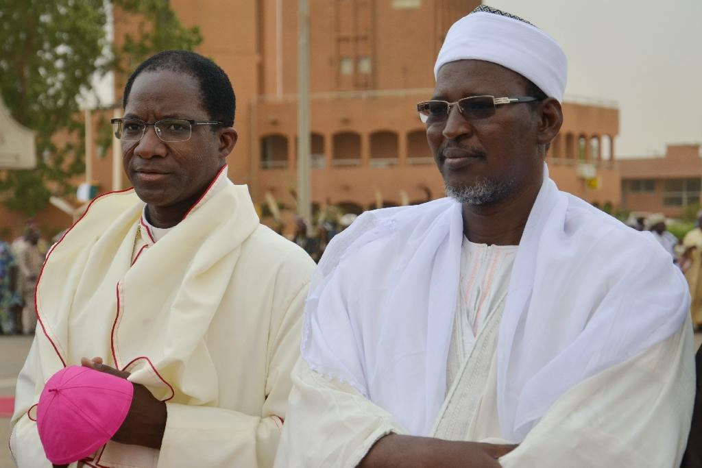 Bishop Laurent Lompo (L) and the imam of Niamey's great mosque Jabirou Ismael, pictured on April 3, 2015 in Niamey (AFP Photo/Boureima Hama)