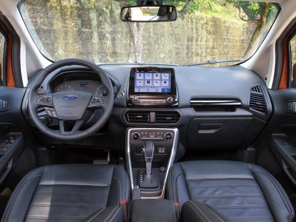 內裝換上新Ford家族化設計語彙,大幅增添科技感。