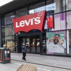 Levi Strauss: Fiscal 1Q Earnings Snapshot