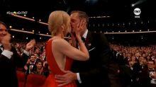 Nicole Kidman besa a su compañero Alexander Skarsgård en los labios ¡y adelante de su marido!
