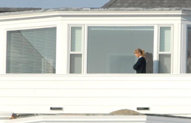 taylor swift drops nearly 18 million on rhode island. Black Bedroom Furniture Sets. Home Design Ideas
