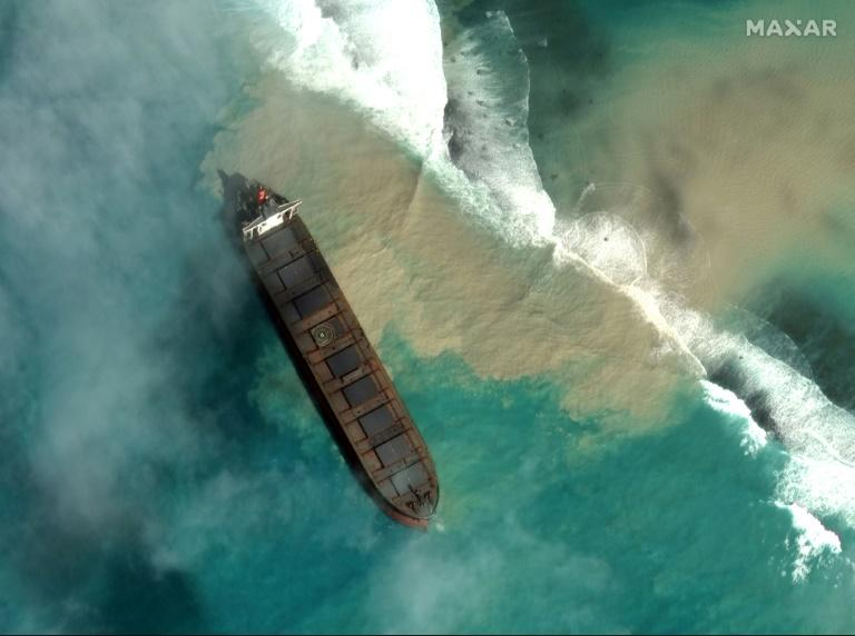 France deploys teams to Mauritius as oil spill disaster worsens