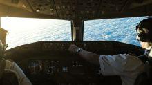 Was machen Flugbegleiter und Piloten eigentlich während eines Langstreckenflugs?