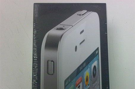 Exclusive: White iPhone 4 lands at Vodafone UK