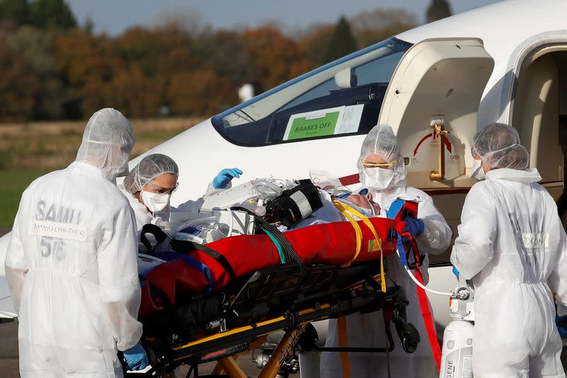 France's COVID-19 deaths rise by almost 1,000