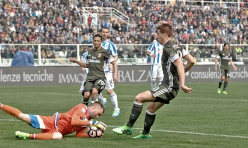 Com falha feia, Milan vacila e fica no empate com o lanterna do Italiano