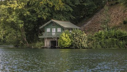 Fore sale: £700,000 Georgian boathouse that comes with a share of Princess Anne's lake