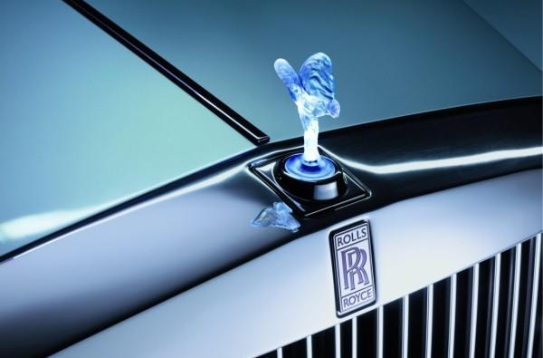 Rolls-Royce electrifies Phantom sedan, tests the waters of luxury (video)