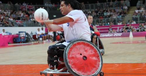 Tous sports - Le champion paralympique Ryadh Sallem candidat PS aux législatives
