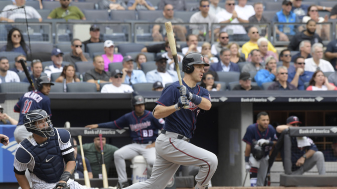Joe Mauer collects his 400th career double with a laser in Detroit