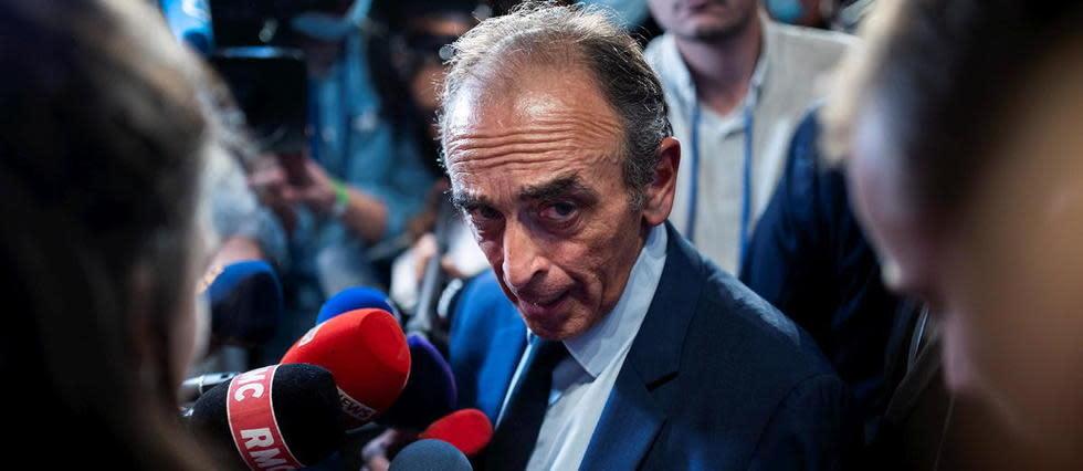 Quand Éric Zemmour pointe une arme sur des journalistes
