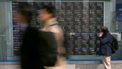 Asian shares dogged by trade worries, oil keeps gains