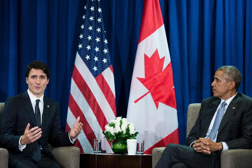 US President Barack Obama (R) meets with Canada's Prime Minister Justin Trudeau at the Asia-Pacific Economic Cooperation Summit on November 20, 2016 in Lima, Peru (AFP Photo/Brendan Smialowski)