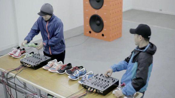 Crazed turntablists transform sneakers into sound controllers, righteous beats result (video)