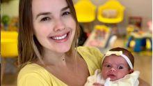 Thaeme fura a orelha da filha, de 16 dias, usando método sem dor: 'Nem chorou'