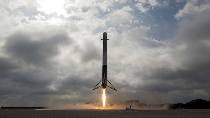 SpaceX's self-landing rocket is a flying robot that's great at math