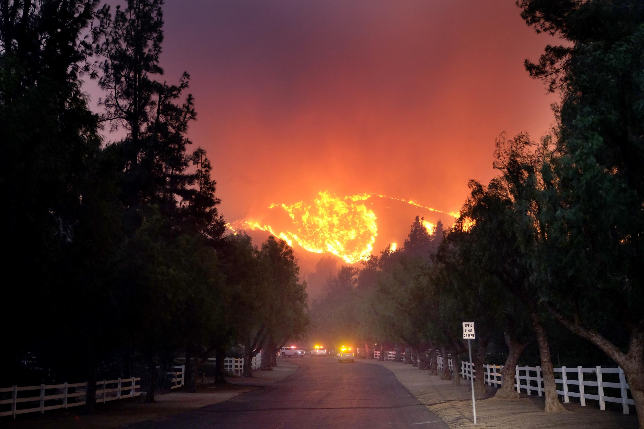 THOUSAND OAKS, CA - NOVEMBER 09: The Woolsey Fire burns towards Paramount Ranch on November 9, 2018 in Agoura Hills, California. (Photo by Matthew Simmons/Getty Images)