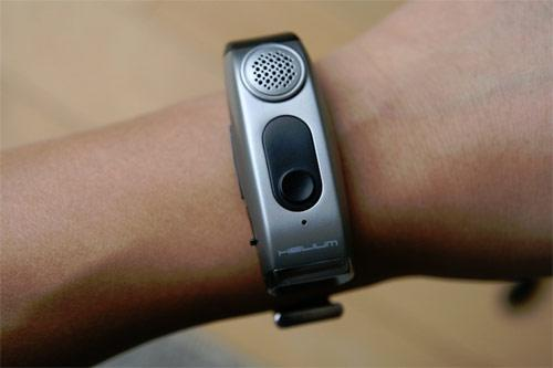 Helium Digital HDBT-990 Bluetooth wristband gets reviewed, given 3.5 Jack Bauers