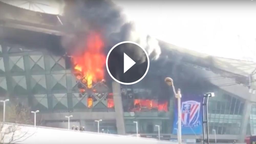 VÍDEO: El estadio del Shanghai Shenhua de Tévez salió ardiendo