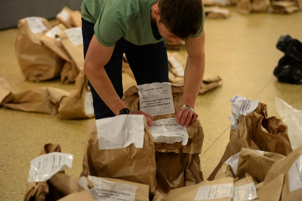 Counting staff sort through bags of spoilt and unused ballot papers at the counting centre at Doncaster Racecourse, northern England, on May 7, 2015 during the British general election (AFP Photo/Oli Scarff)