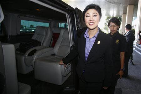 Thailand's Prime Minister Yingluck Shinawatra leaves the Government Complex after a meeting with the Election Commission in Bangkok December 20, 2013. REUTERS/Athit Perawongmetha