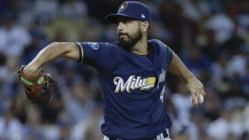 Brewers bringing Gio Gonzalez back