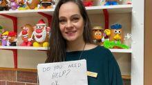 """""""¿Necesitas ayuda?"""": la discreta acción de la mesera que salvó a un niño brutalmente abusado"""